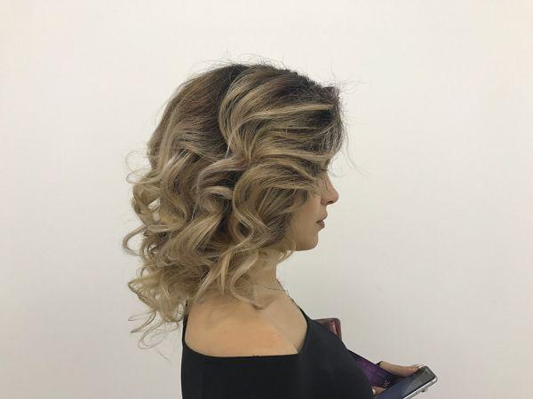 Локоны на волосы в салоне красоты