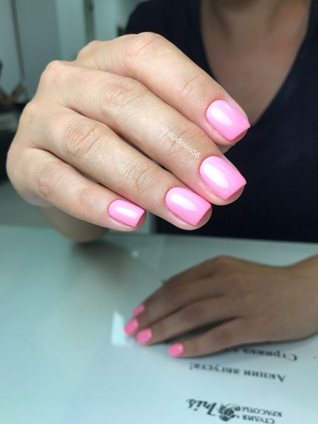 Розовый гель лак
