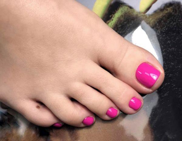 Педикюр розовый